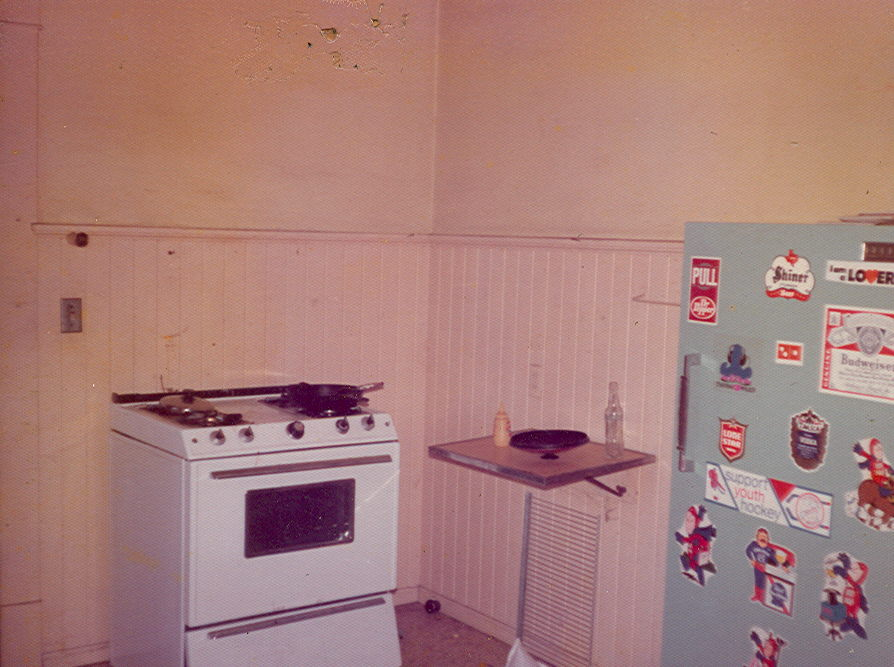 911kitchenbefore2.jpg